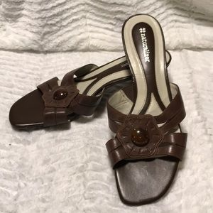 Naturalizer leather brown heeled sandals